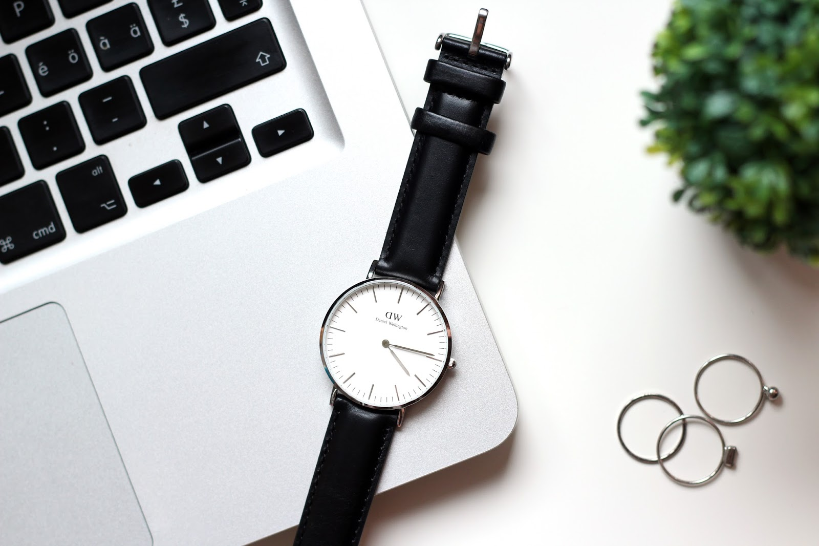 Daniel Wellington Classic Sheffield Lady Review by www.quitealooker.com