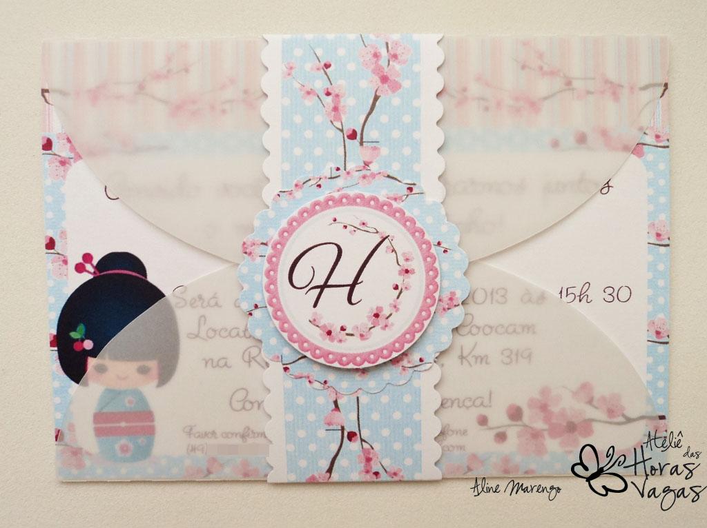 convite artesanal infantil provençal oriental japonês kokeshi flor de cerejeira aniversário 1 aninho criança azul
