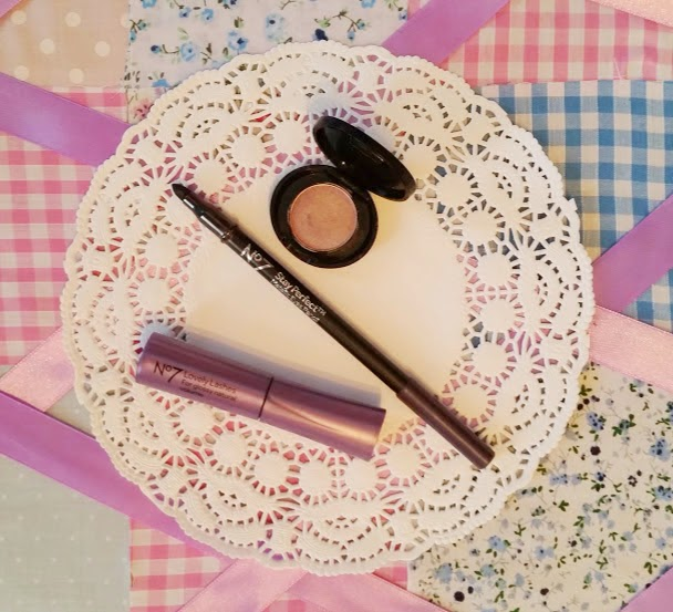 No 7 Exquisite Eyes Gift Box – Lovely Lashes & Stay Perfect Goodies