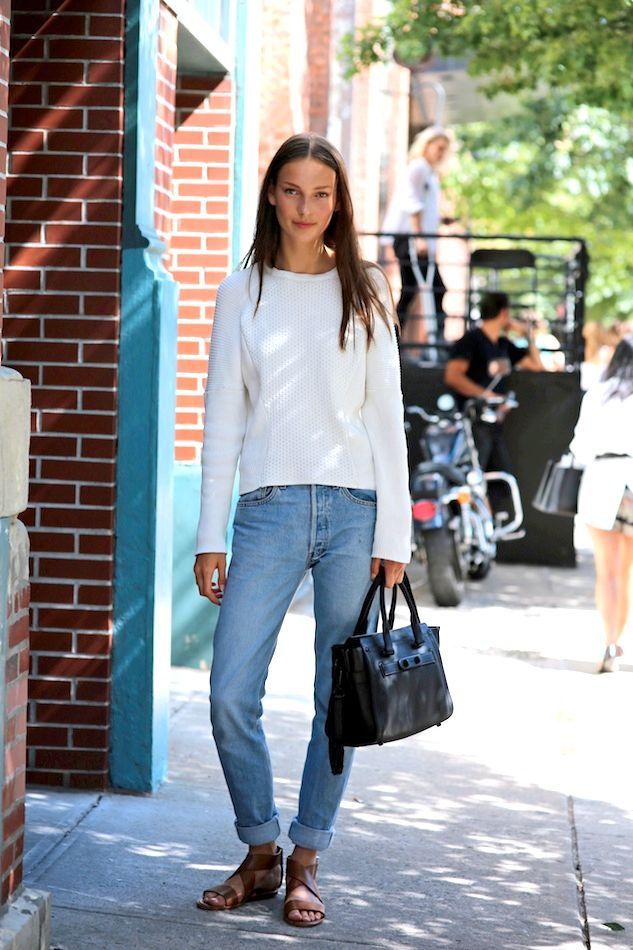 Model-Off-Duty Fall Outfit Inspiration – Julia Bergshoeff, White Sweater, and Boyfriend Jeans