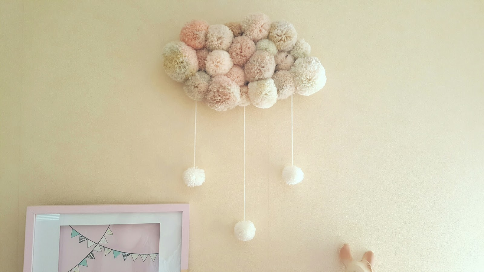 diy un nuage de pompons woody beauty. Black Bedroom Furniture Sets. Home Design Ideas