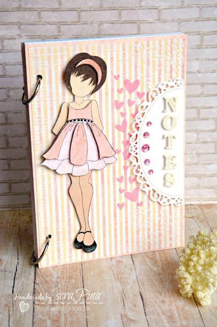 Delikatny dziewczęcy różowy notes pamiętnik dla dziewczynki ręcznie robiony stempel Julie nutting Abby prezent notatnik na urodziny scrapina handmade scrapbookingb papiery uhk gallery literki masa plastyczna martha steward