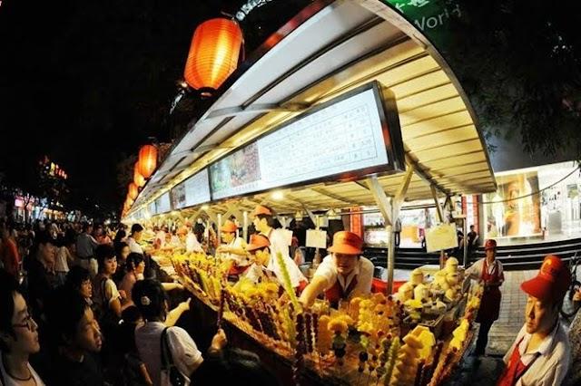 Khu chợ đêm nổi tiếng Đông Hoa Môn ở Bắc Kinh
