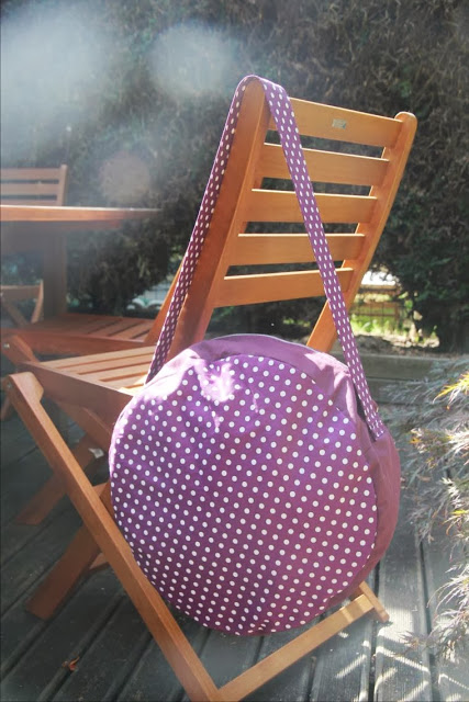 http://laisseluciefer.blogspot.com/2013/09/tuto-sac-bubble-rond.html?spref=pi