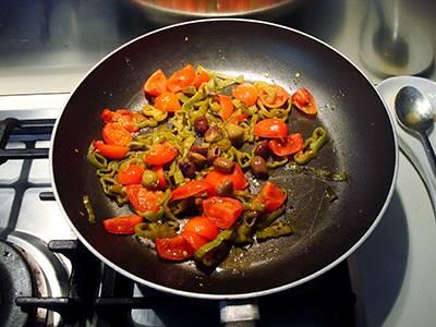 Pasta con peperoni e pomodorini 8
