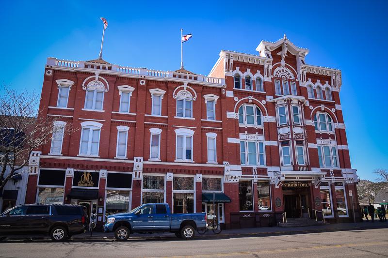 Hotel de estilo victoriano en las calles de Durango
