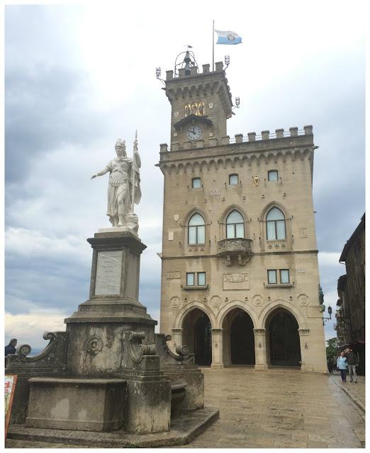 Piazza della Libertà e Palazzo Publico em San Marino