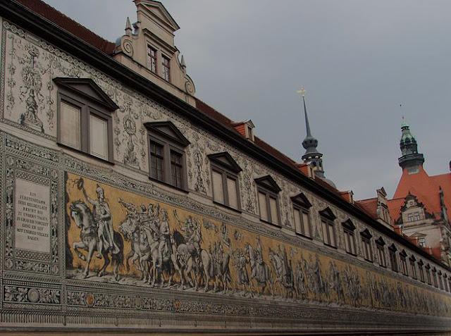 Procession_of_Princes_-_panoramio.jpg