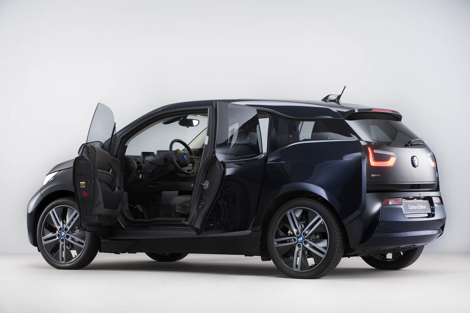 bmw i3 carbon edition is exclusive to the netherlands carscoops. Black Bedroom Furniture Sets. Home Design Ideas