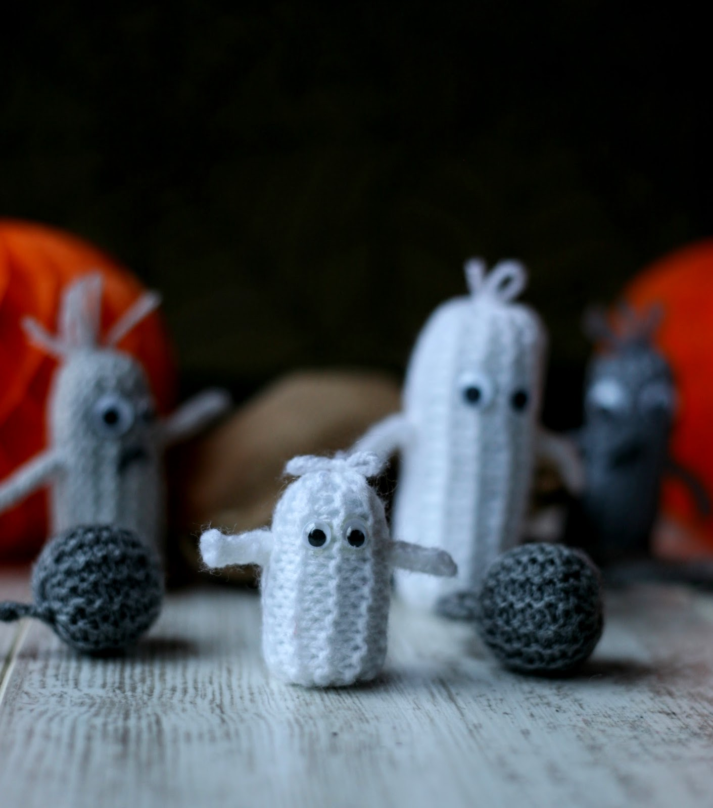 Fun and Easy Knitting Hallowe'en Patterns thanks to Jean Greehowe. www.goodfoodshared.blogspot.com