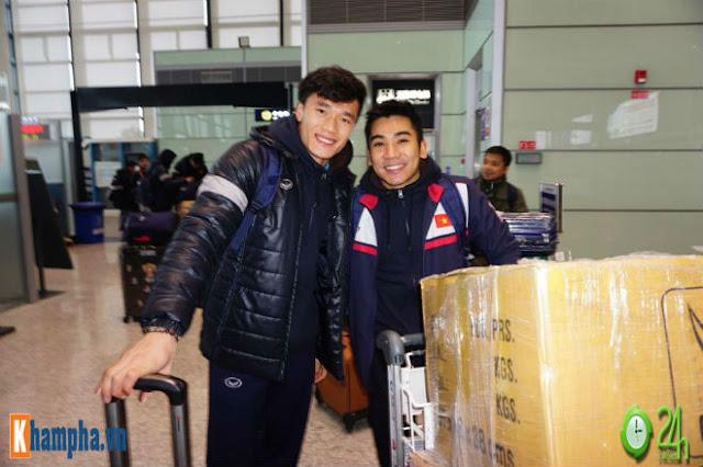Trực tiếp U23 Việt Nam về nước ngày 28/1: Ảnh mới nhất trên chuyên cơ bay về Nội Bài 11