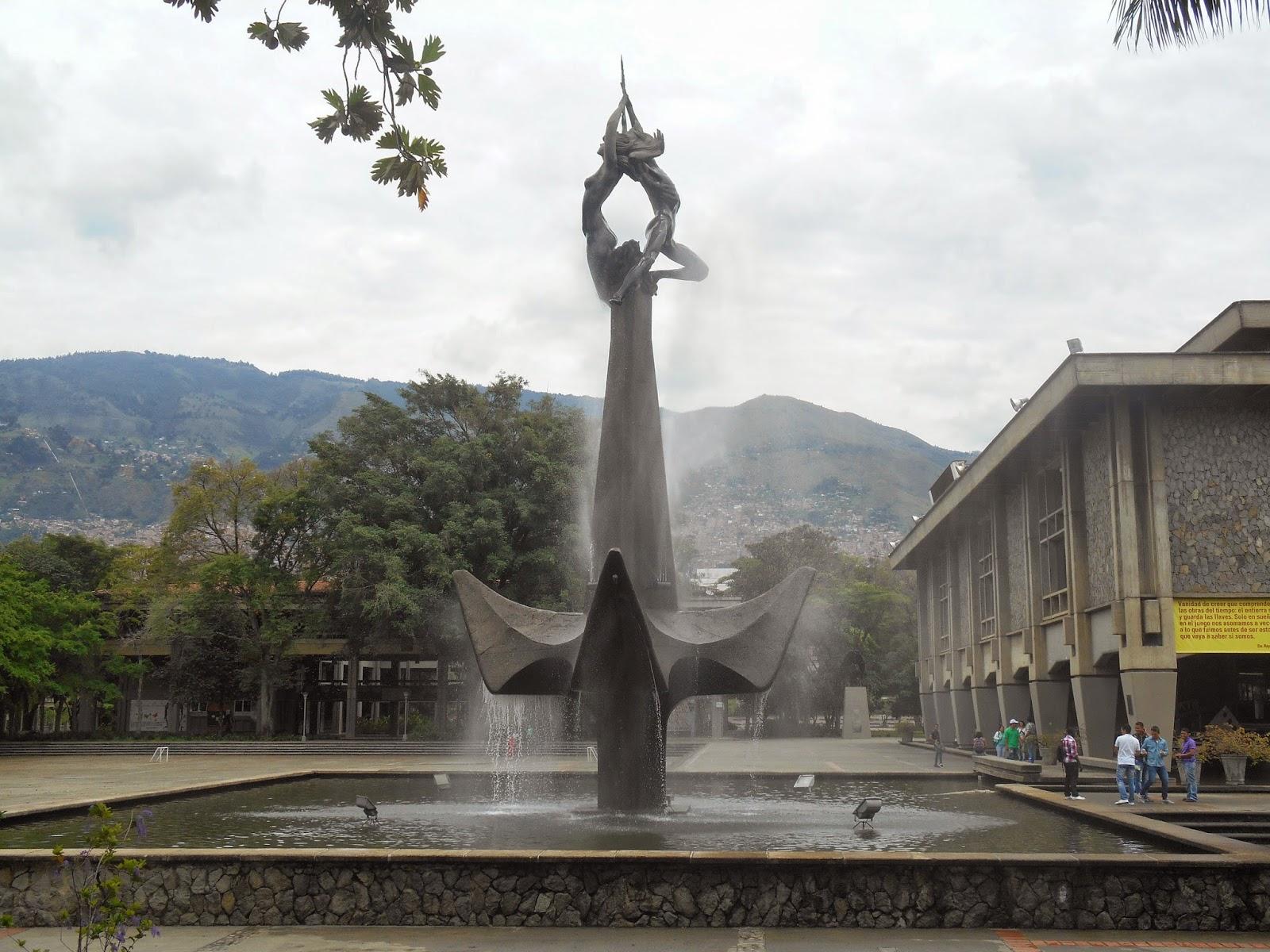"""Una bella foto de la escultura """"El hombre creador de energía"""", de Rodrigo Arenas Betancourt, tomada por Leonardo Bernal Tobón"""