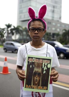 anti-lady-gaga-protester-indonesia-bunny