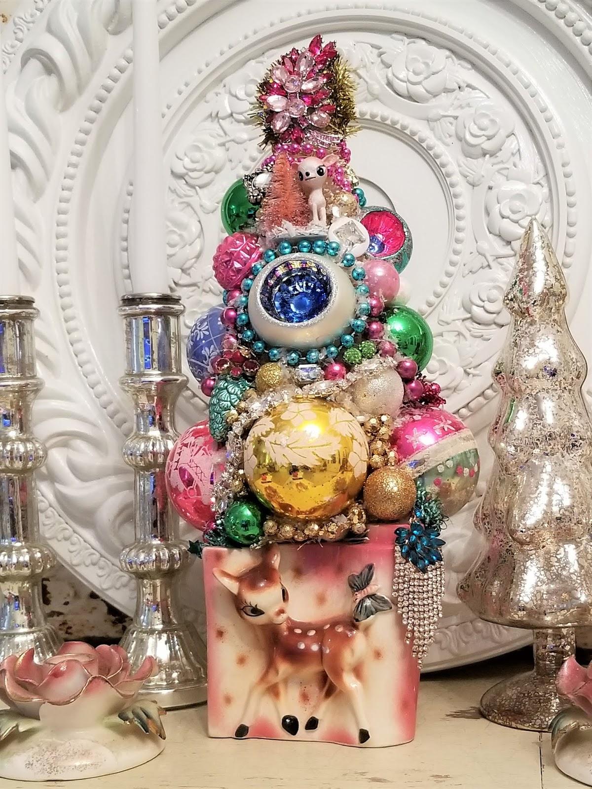 Ms Bingles Vintage Christmas: my Kitschy little deer tree...