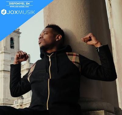 Deezy, autor da musica Stay Strong