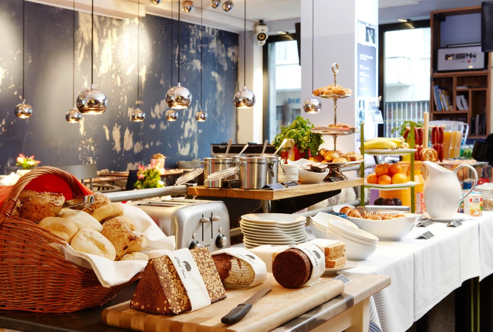 bettentdecker 24 stunden sind nicht genug 25hours hotel by levi 39 s in frankfurt. Black Bedroom Furniture Sets. Home Design Ideas