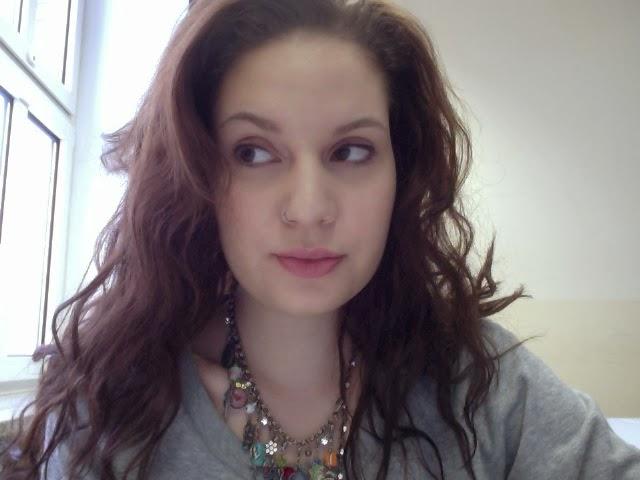 Selbstportrait Selbstdarstellung im Internet Fake Profil Flussperle