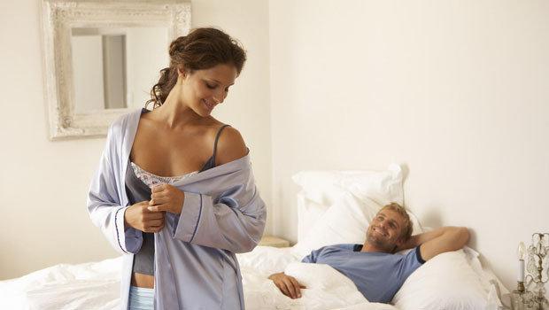 إليكِ بعض العبارات التي يمكن استخدامها لإثارة زوجك