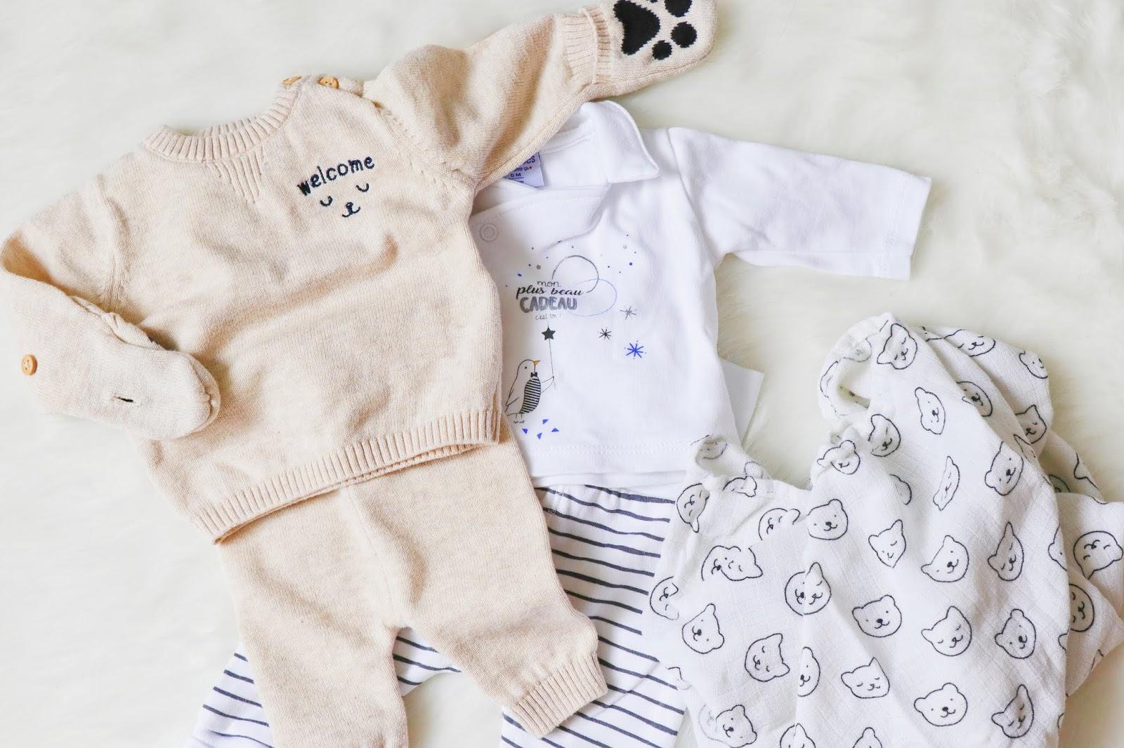 que mettre valise maternité maman bébé vêtements taille quantité soin trousseau naissance les gommettes de melo kiabi lange