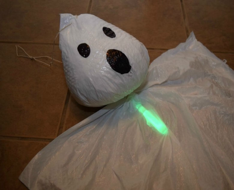 Glowing trash bag ghosts by the tiptoe fairy - Ghost crafts for kids