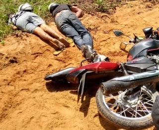 Na Bahia casal morre eletrocutado após caminhão bater em poste e fio de alta tensão cair sobre eles