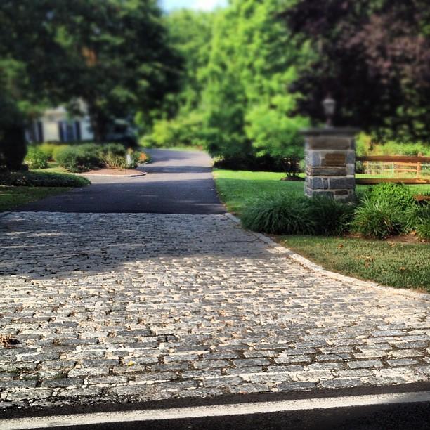 Gravel Driveway: High Street Market: Driveway Ideas: Cobblestone & Crushed