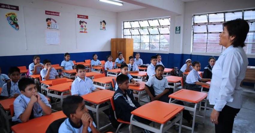 Transfieren S/ 4.2 millones para pago de bonificación a docentes (D. S. Nº 164-2017-EF)