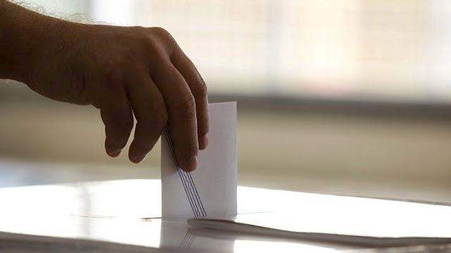 (Παν)εκλογικό ενδεχόμενο φέρνει προσλήψεις στο Δημόσιο και ρύθμιση 120 δόσεων για χρέη στην Εφορία