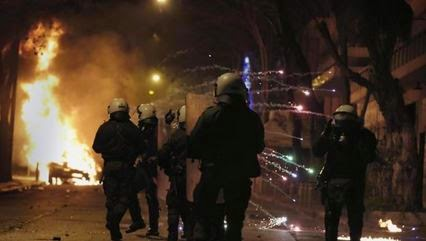 Anarchists attack police with petrol bombs after Athens demo