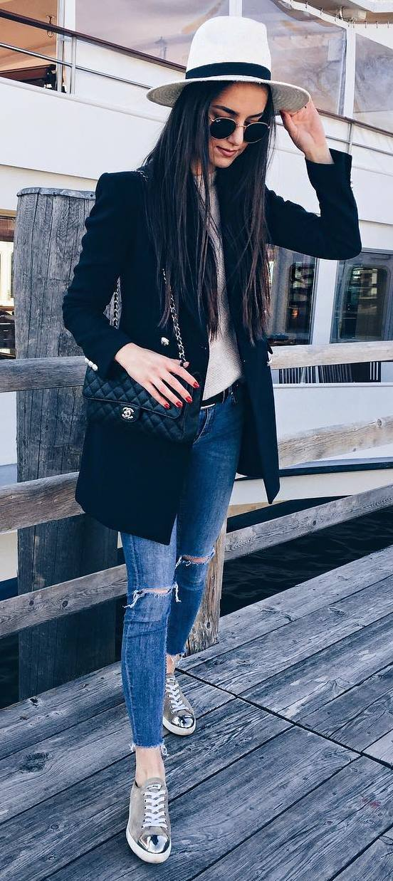 amazing fall outfit: hat + black blazer + sweater + bag + rips + sneakers