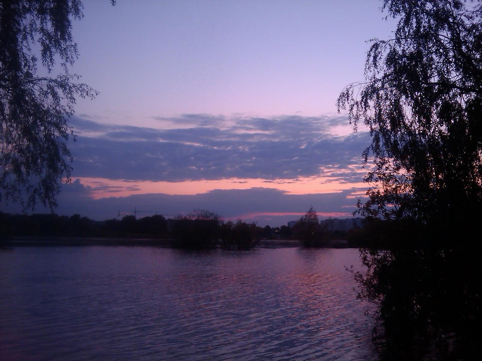 Сиреневый закат у реки