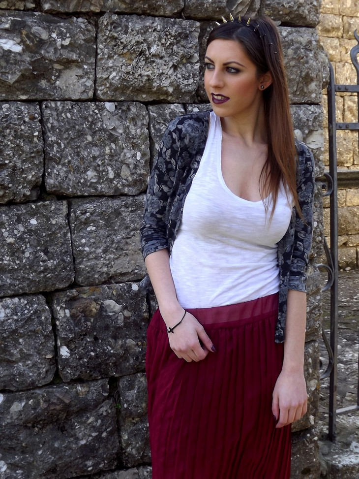 H&M White Top Pull&Bear Grey Roses Cardigan Burgundy Pleated Maxi Skirt Converse All Star Spiked Headband Cross Bracelet Dark Side Mac Burgundy Lipstick Catrice 170 After Work Wine Burgundy Nasilpolish Layla 201