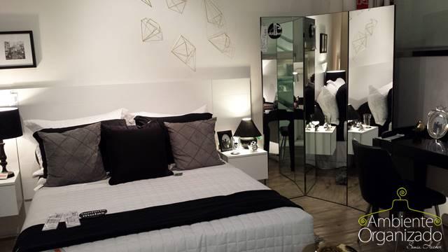Roupa de cama branca, preta e grafite