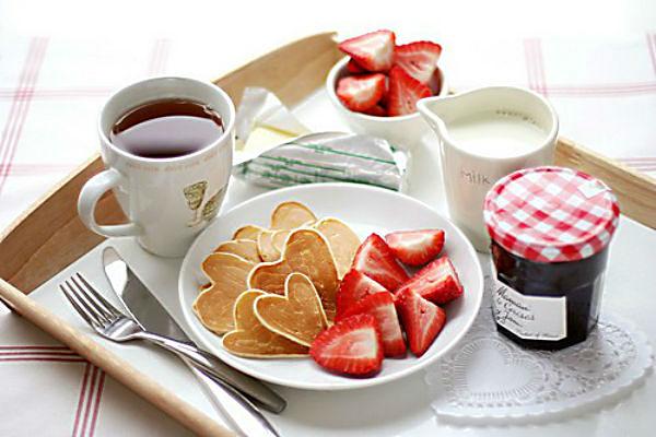 cafe-da-manha-romantico-namorados-abrirjanela
