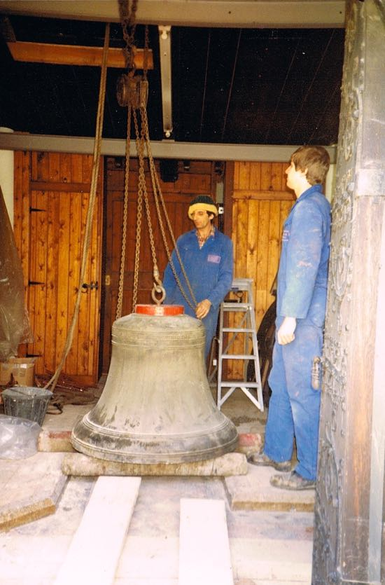 Bell at the base of the tower in 1985  Image by Jane Russell (nee Sherlock) released under Creative Commons BY-NC-SA 4.0