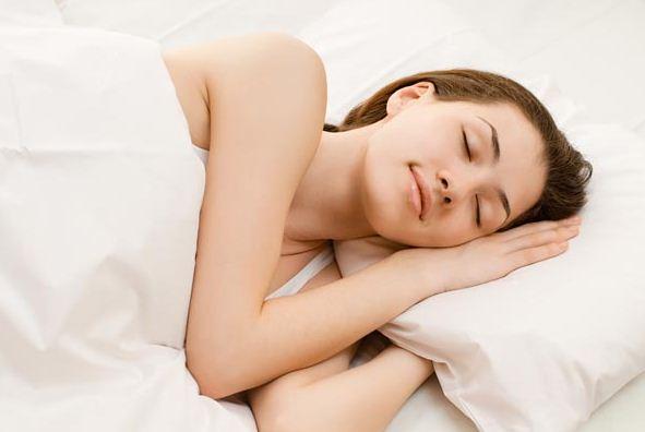 posisi tidur yang membantu menambah tinggi badan