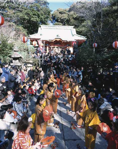Chakkirako (girls dancing festival) at Kainan Shrine, Miura City, Kanagawa Pref.