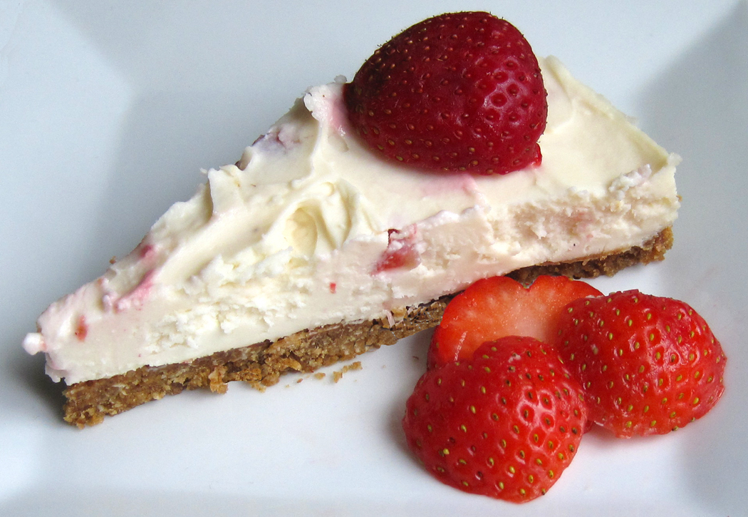 No-Bake Strawberry and White Chocolate Cheesecake
