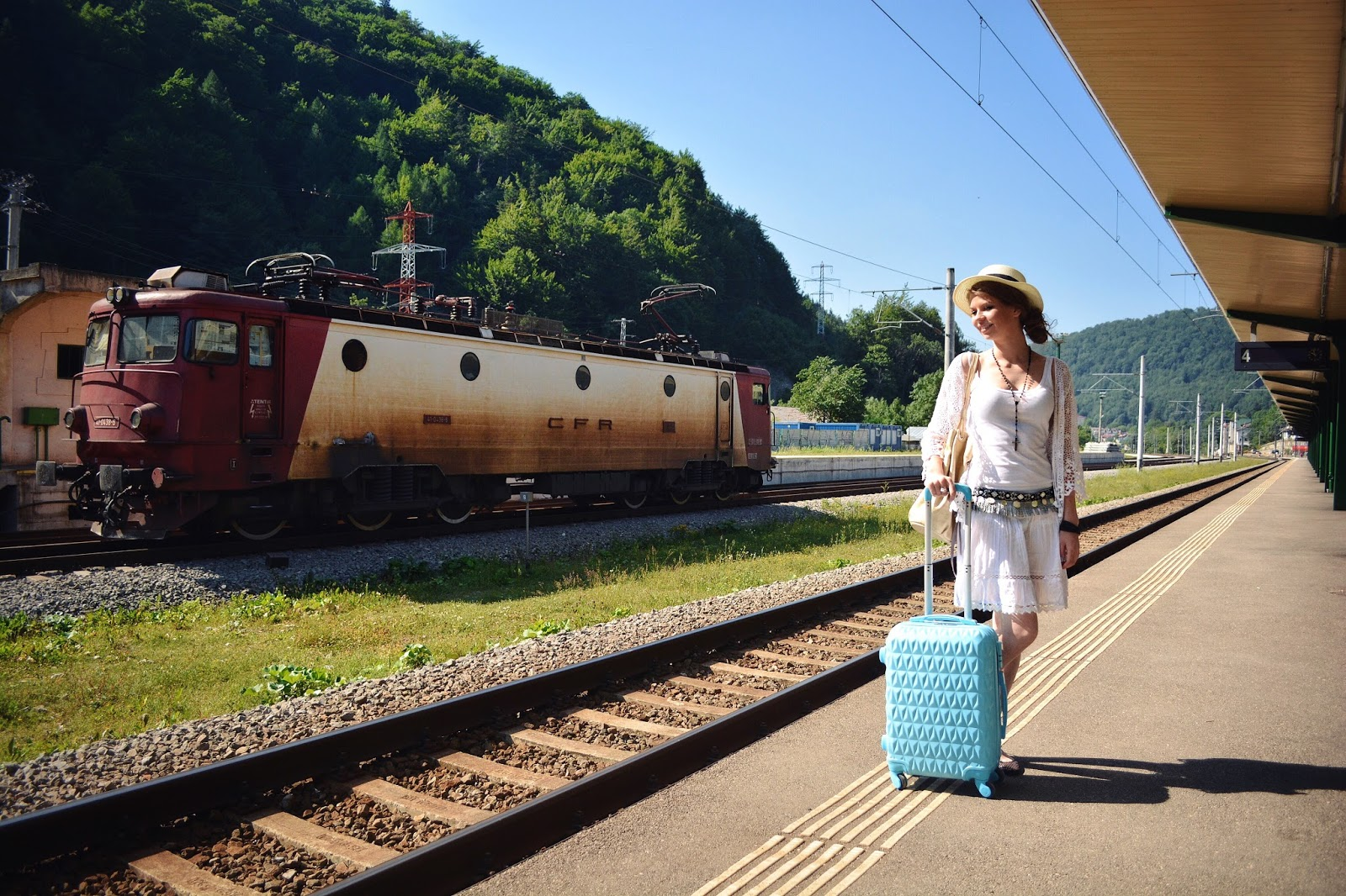 Картинки провожающая поезд