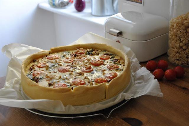 Quiche mit Spinat, Ziegenfrischkäse und Tomaten