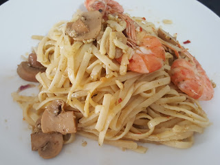 pasta, linguine, pesto, ingredients, mushrooms, olive oil, instant, cook, prawn, shrimp, quick