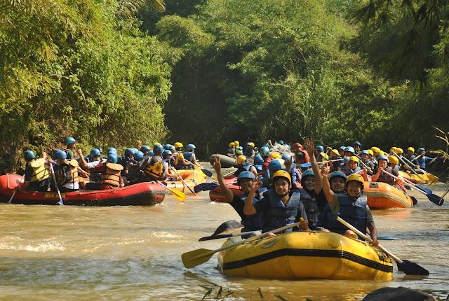 Rafting PT Bakrie Bersama Cakarlangit Indonesia