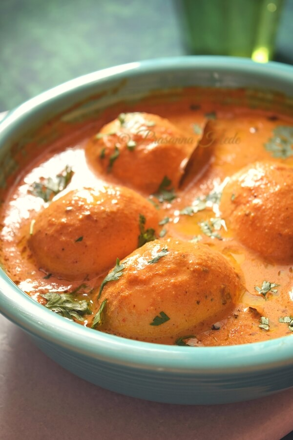 A blue bowl with creamy egg gravy
