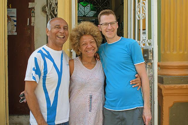 Moi en compagnie des propriétaires de la casa Mary y Miguel à La Havane