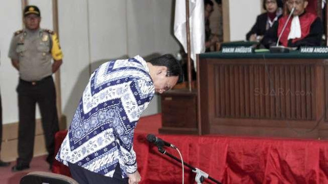 Palu Hakim Yang Sangat Dihormati AHOK, Menghentikan Perjuangan Mantan Gubernur DKI ini....