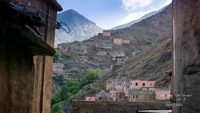 morocco-marakkesh-chefchaouen-bazaar-village