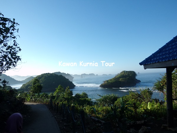 Pantai teluk Asmara Malang Selatan