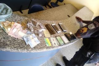 http://www.vnoticia.com.br/noticia/3720-denuncia-leva-pm-a-prender-tres-elementos-que-chegavam-com-drogas-em-gargau