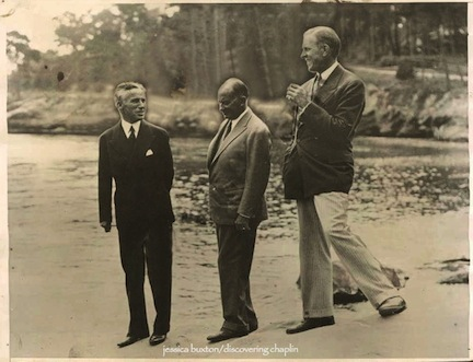 Чарльз Чаплин, его адвокат Натан Беркан и режиссер Генри Кинг в Дель Монте, август 1927