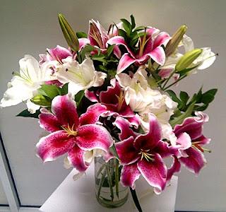 buket-bunga-meja-lily-surabaya32